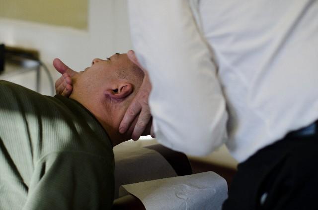 首こりは強い刺激の施術では改善しません。
