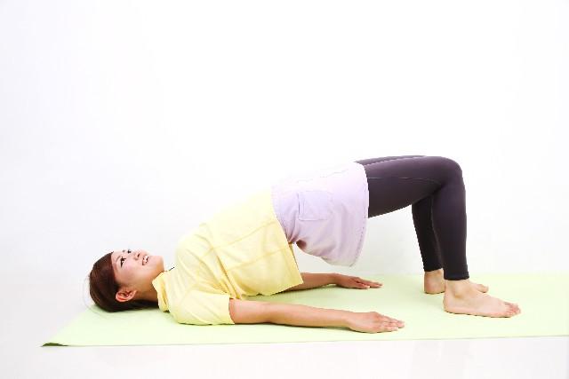 腰痛治療で行われるストレッチ